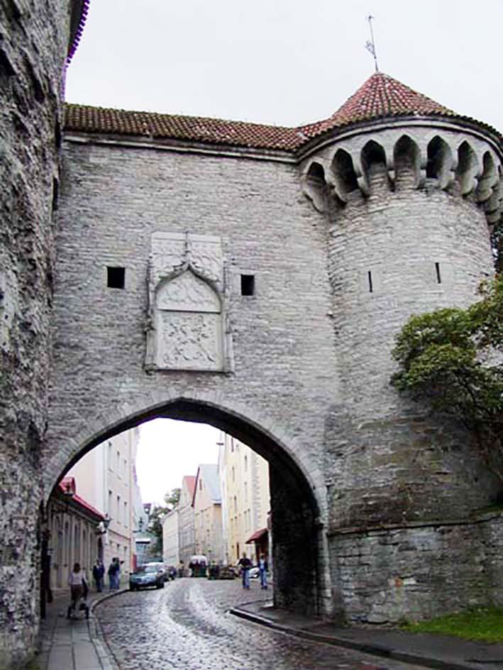 Tallinn_old_town_gate